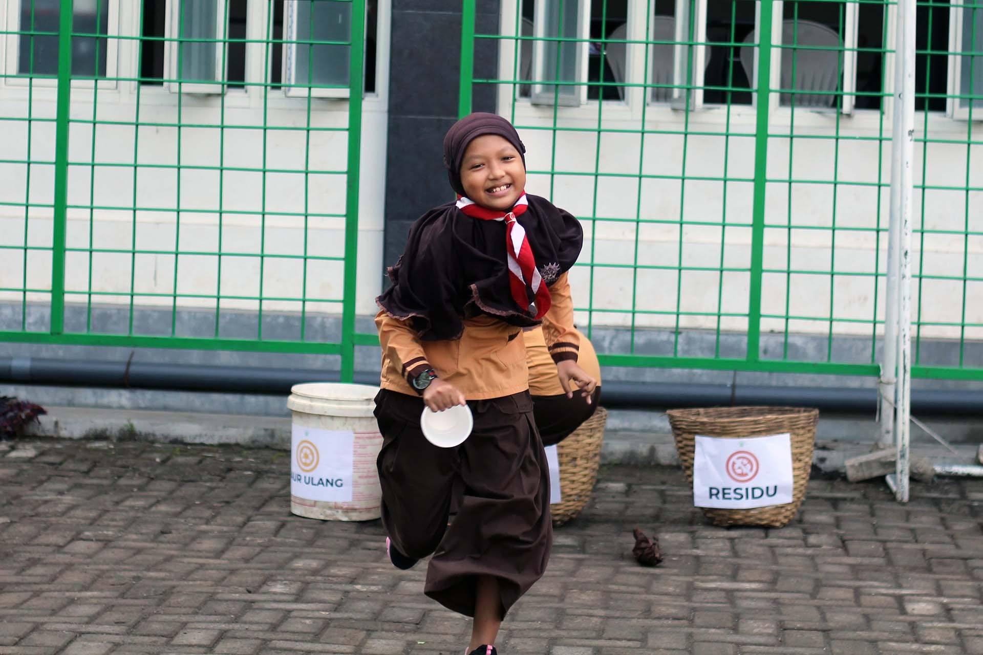 Dzul Qarnain, SD Muhammadiyah 4-Pemilahan Sampah (1)